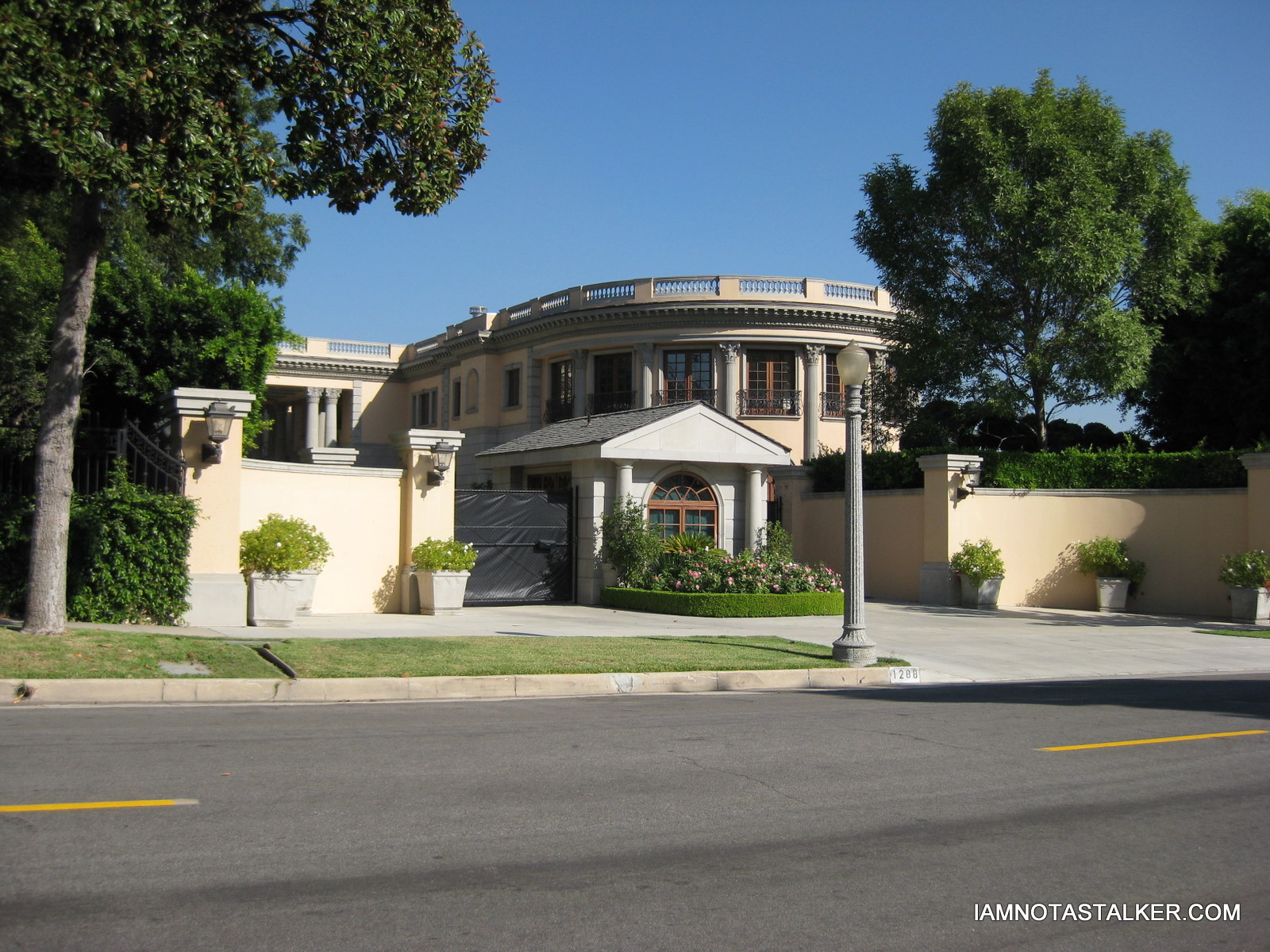 The largest home in pasadena iamnotastalker 39 s weblog for Biggest house in california